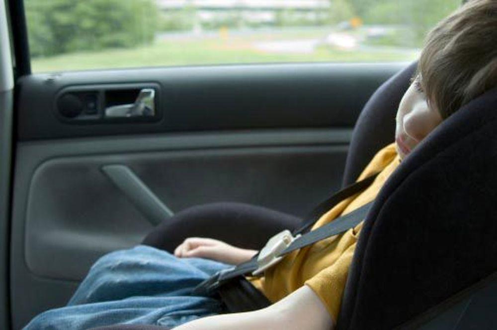 Bambino dimenticato in macchina - FirsRadioWeb