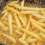 Attenzione all'olio per friggere riusato. La scienza spiega il perchè...