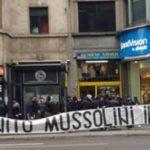 Tifosi della Lazio alla vigilia della festa della Liberazione innegiano a Mussolini a piazzale Loreto