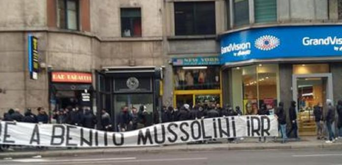 onore a mussolini